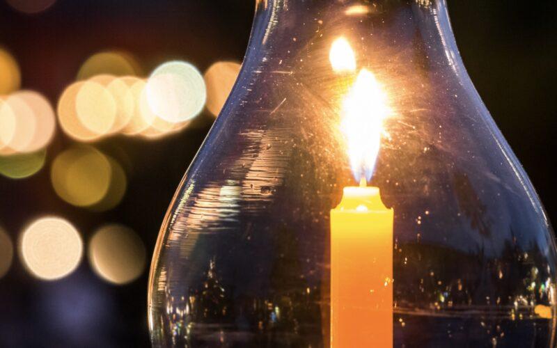 Brennende Kerze bei Stress